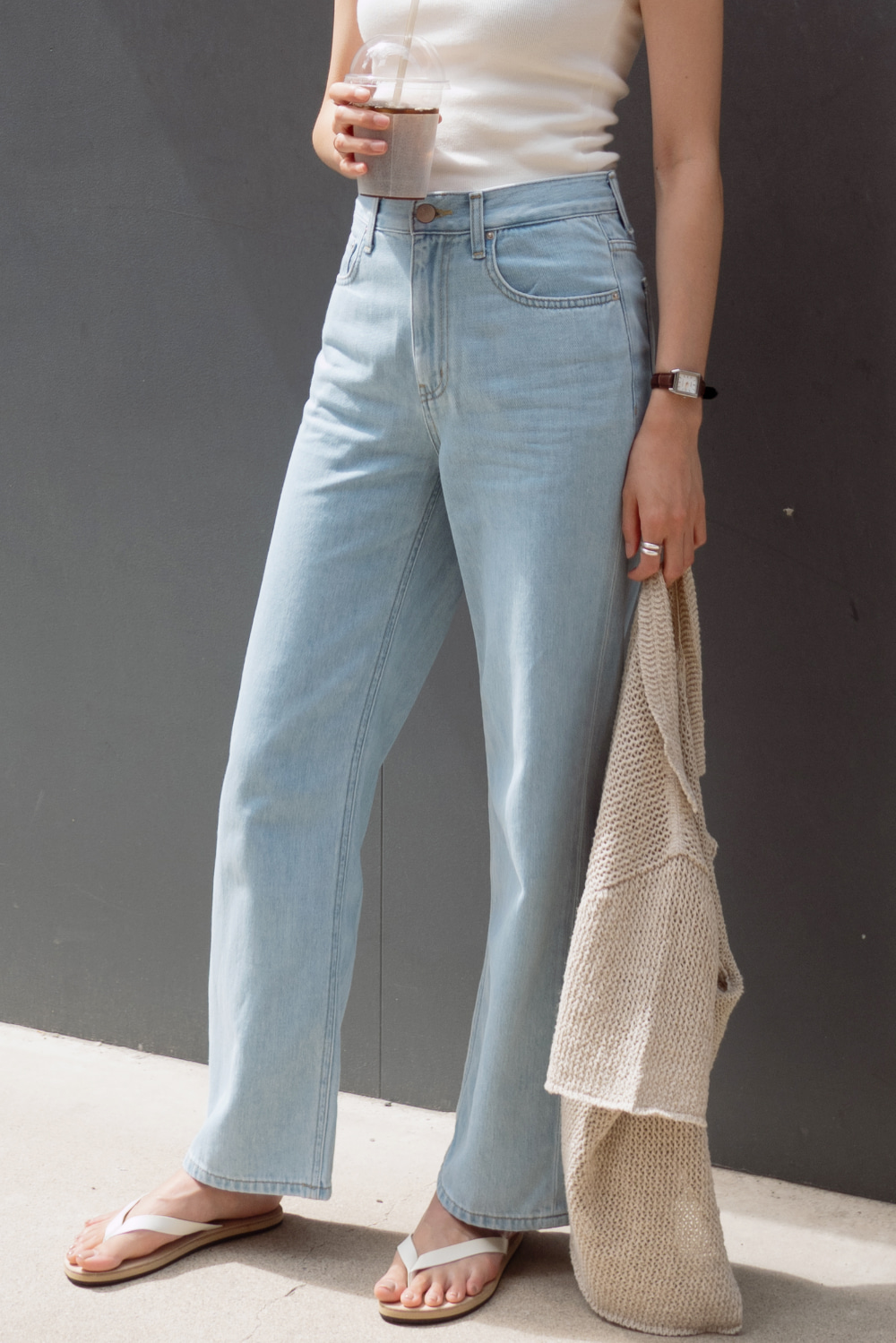 6853_SAL_Wide Straight-leg Jeans