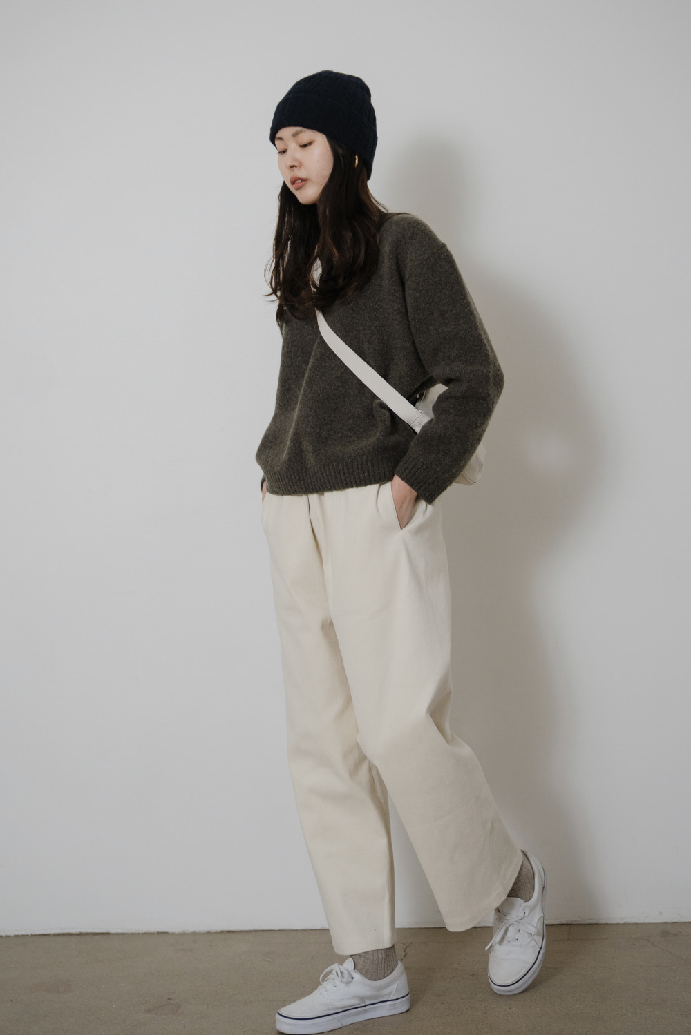 9045_Wide tuck trousers