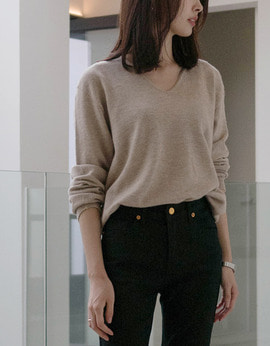 Wool Essential V-Neck Sweater