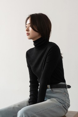 2943_Silk Line Turtleneck