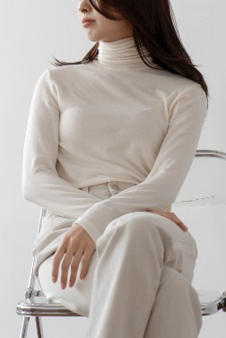 2882_Minimal Turtleneck