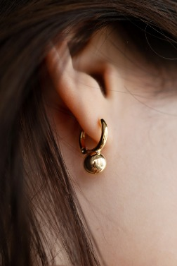 5608_Touch Ball Earring