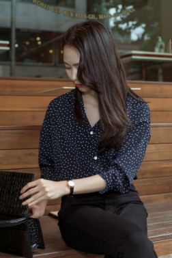 7287_Dot V Blouse
