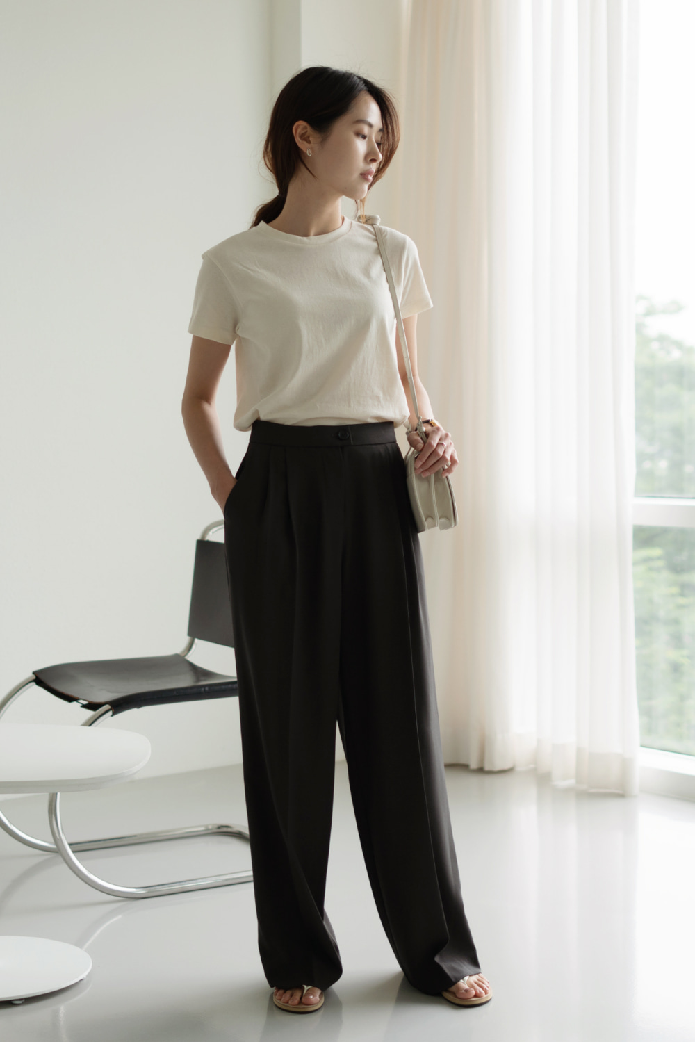 6995_Light Two Tuck Trousers