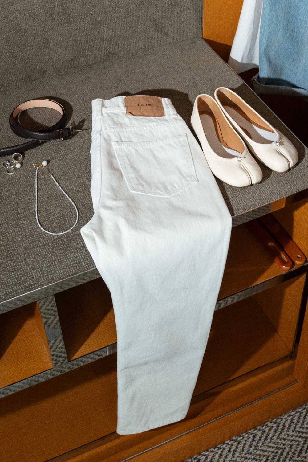 12120_White Straight Jeans